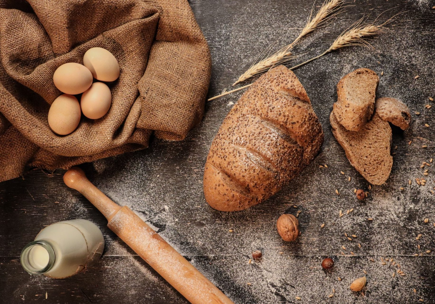 Scelta Inside baking Applications Bread and several fresh ingredients for baking